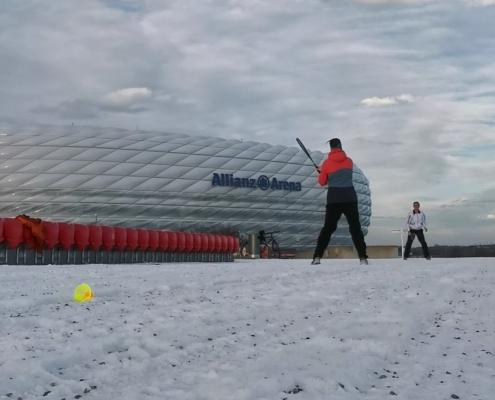 Snowminton vor der Allianz Arena